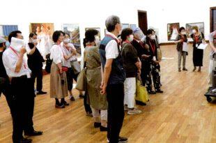 作品研究会9月14日 成田先生の講評風景